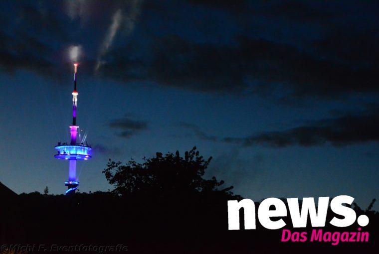 Leuchtsignal - Der Fernsehturm in Porta leuchtet