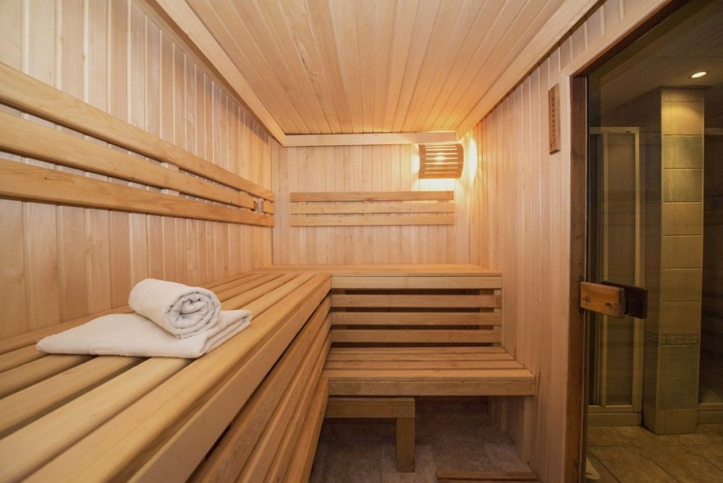 Hallenbad und Sauna 2020